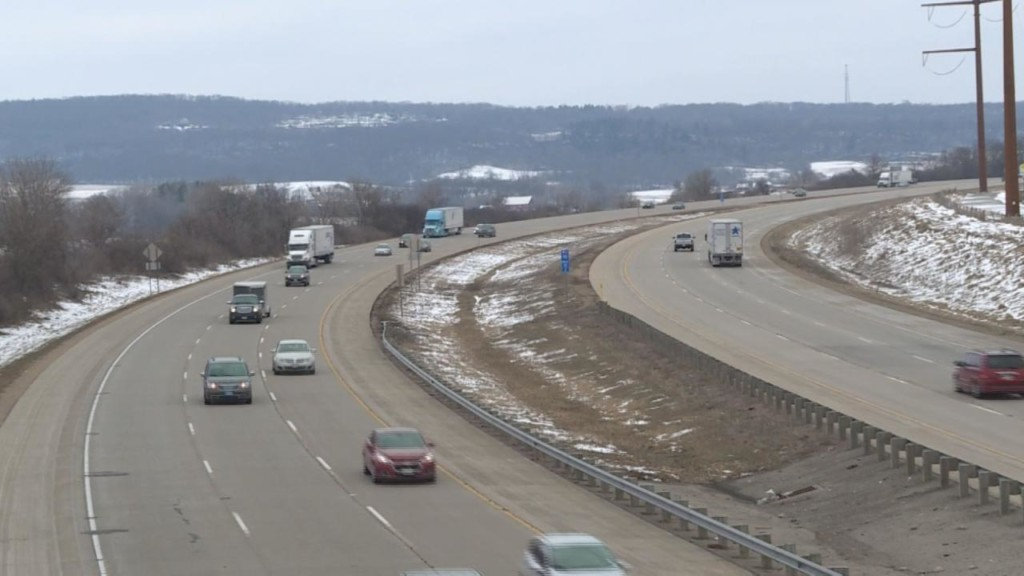 Poll finds no consensus on Wisconsin road funding