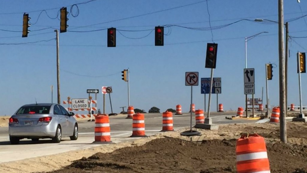State's first diverging diamond interchange opens in Rock County