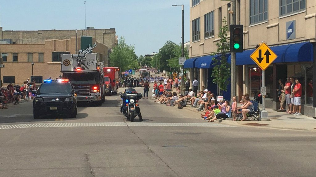 Janesville band members keep cool while marching in parade