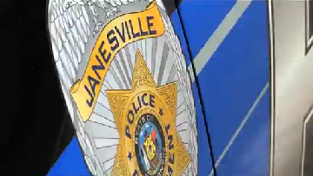Masked robber steals cash from Janesville convenience store