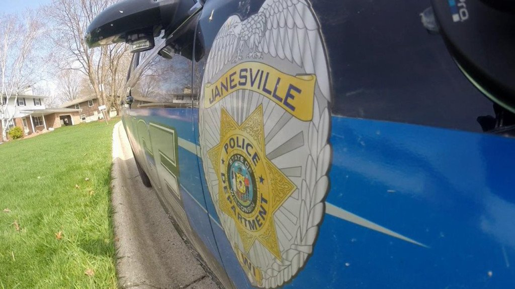 Janesville police investigate robbery at gas station