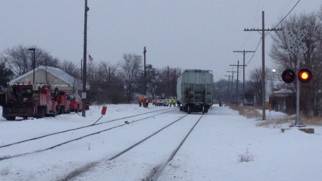 Train derailment shuts down major Janesville intersection