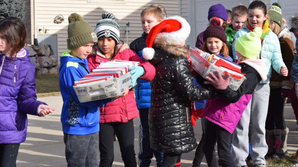Lodi school children deliver cards to Prairie du Sac man, help mail carrier bring in boxes of cards