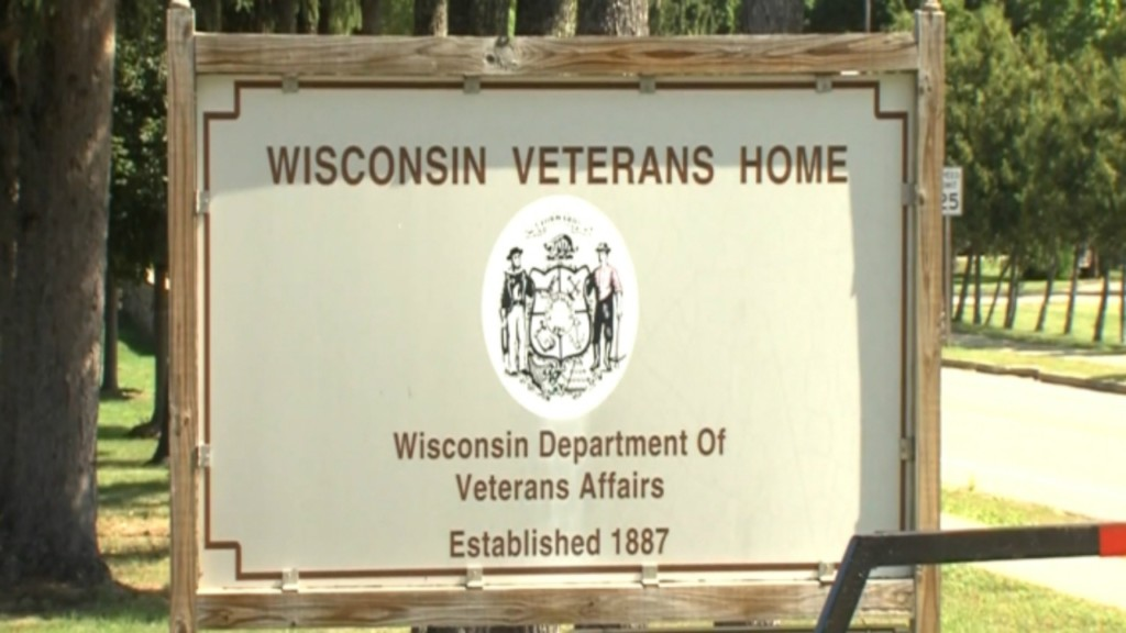 Wisconsin veterans sign