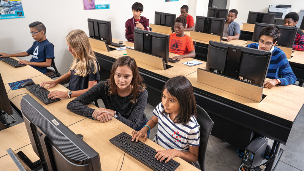 students learning in Maydm