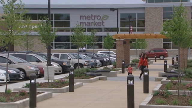 Metro Market grocery store opens on east side