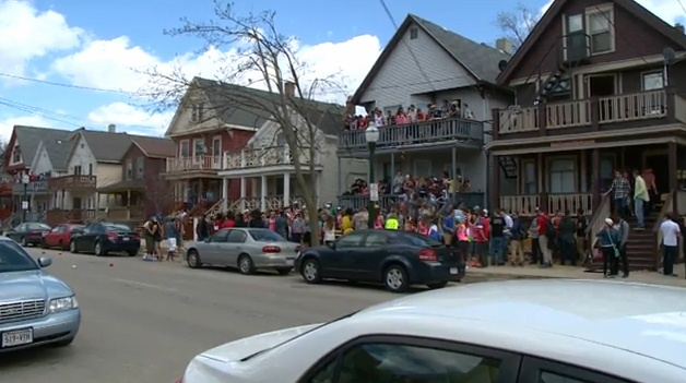 Students participate in festivities on Mifflin despite stricter rules