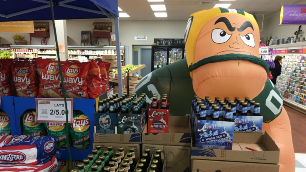 Packers fans stock up on snacks before NFC Championship game