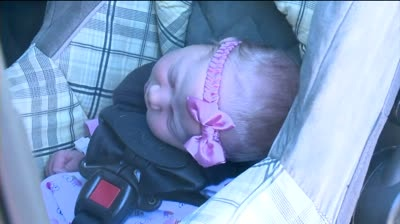 Marshall police sisters deliver baby in parking lot