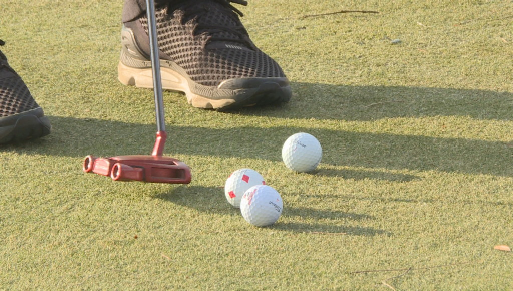 Golfers play late into holiday season
