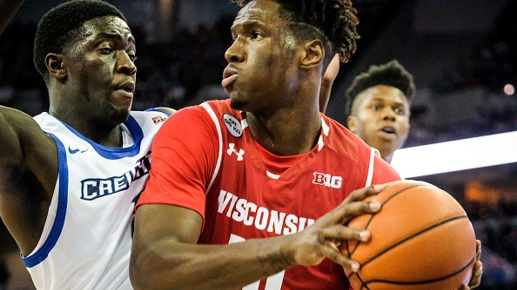 Wisconsin plays Tennessee in first round of Maui tournament Monday