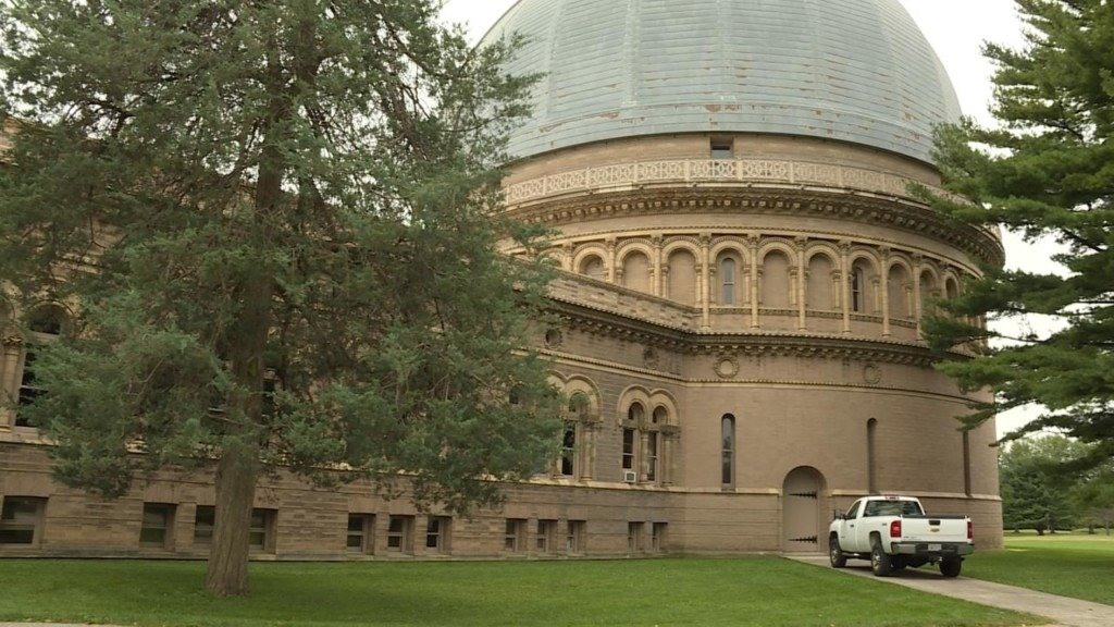 Record number of visitors get last look at Yerkes Observatory before closing