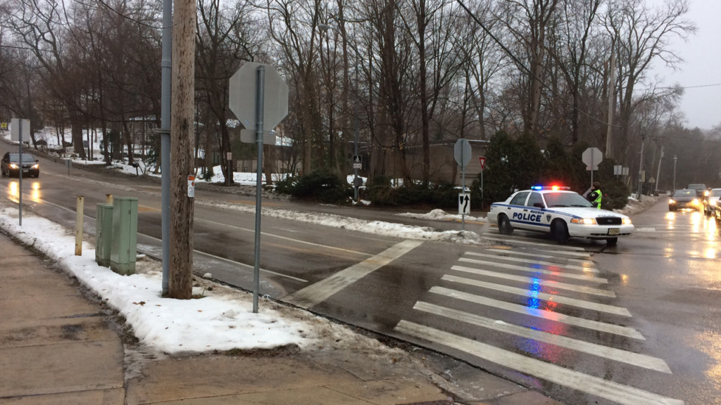 3 injured in icy-road wreck