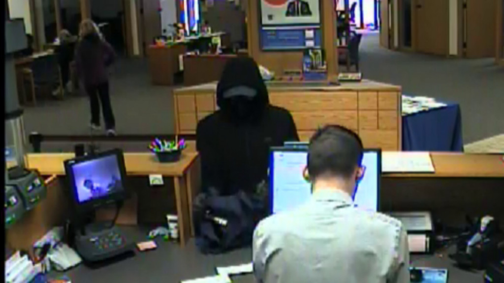 Oregon police searching for man involved in armed bank robbery