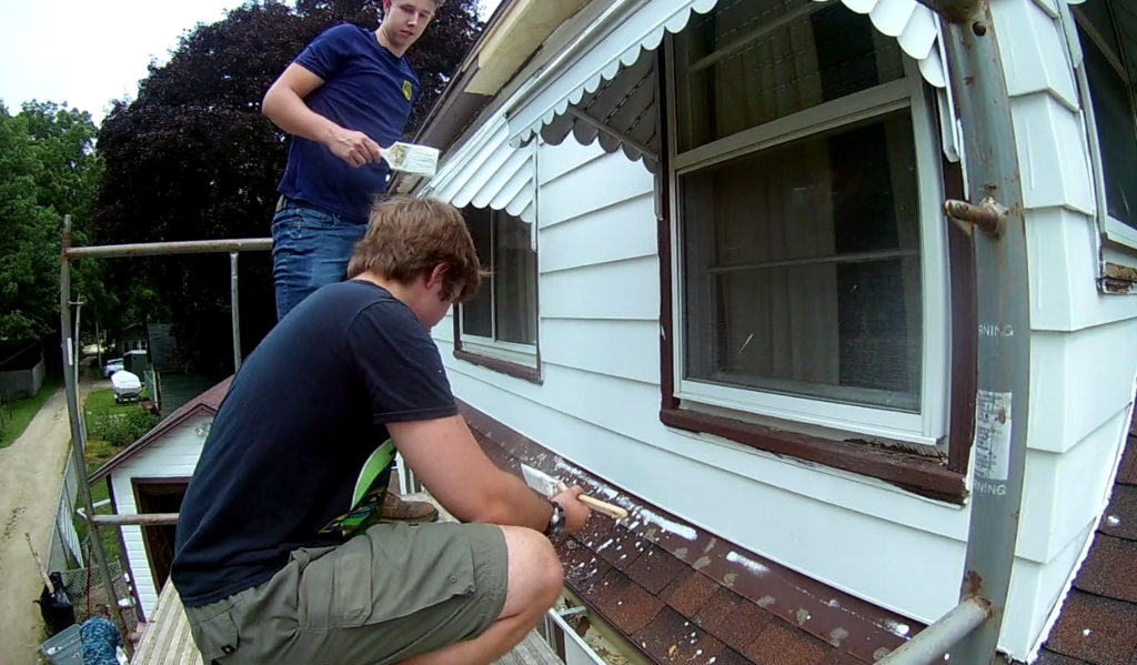'They're doing a beautiful job': Navy helps paint 92-year-old woman's home