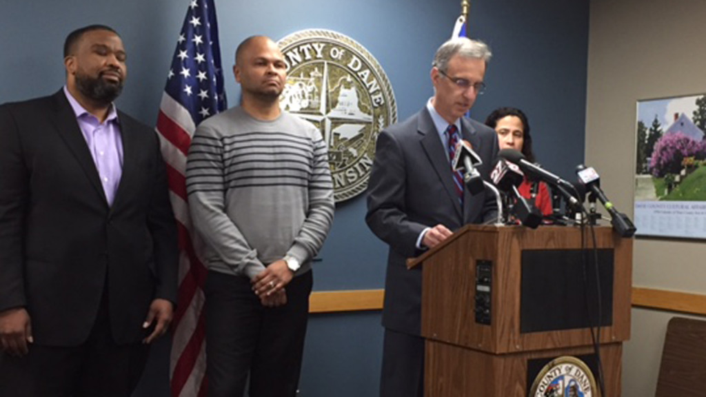 County to help residents looking to become U.S. citizens