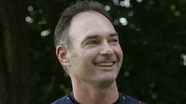 Twins introduce Molitor as manager