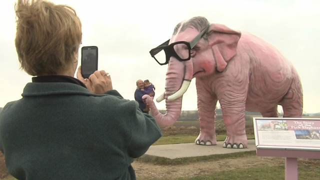 Pinkie returns to home off interstate