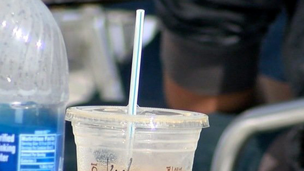 Ordinance to ban initial distribution of plastic straws, stir sticks moves to City Council
