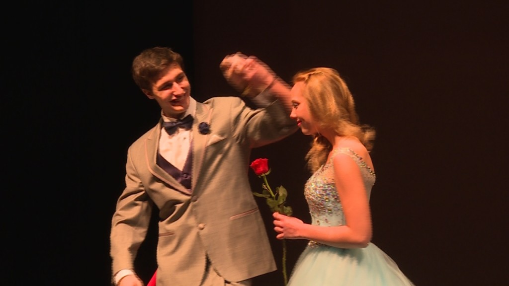 Fashion show aims to make prom more affordable