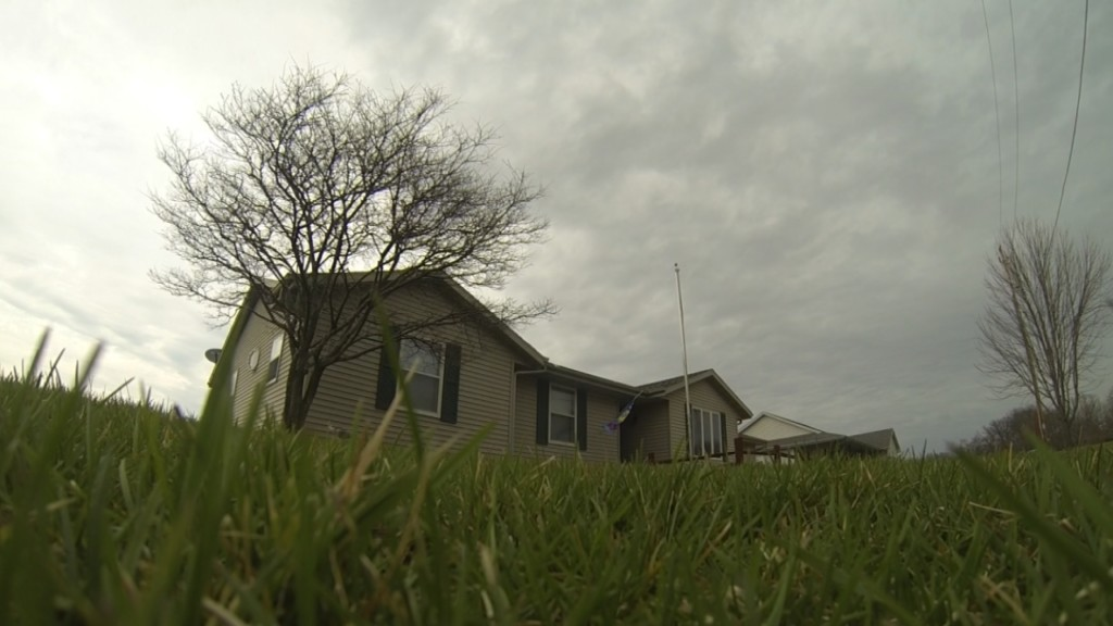 Janesville woman calls for action over botched roofing job