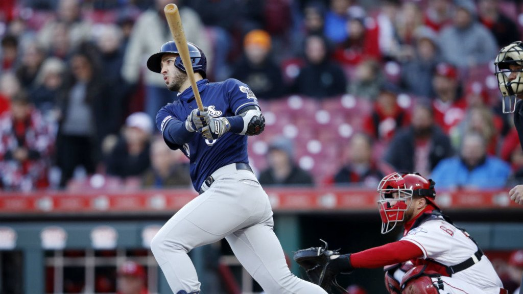 Brewers close in on playoffs spot, beat Reds 4-2