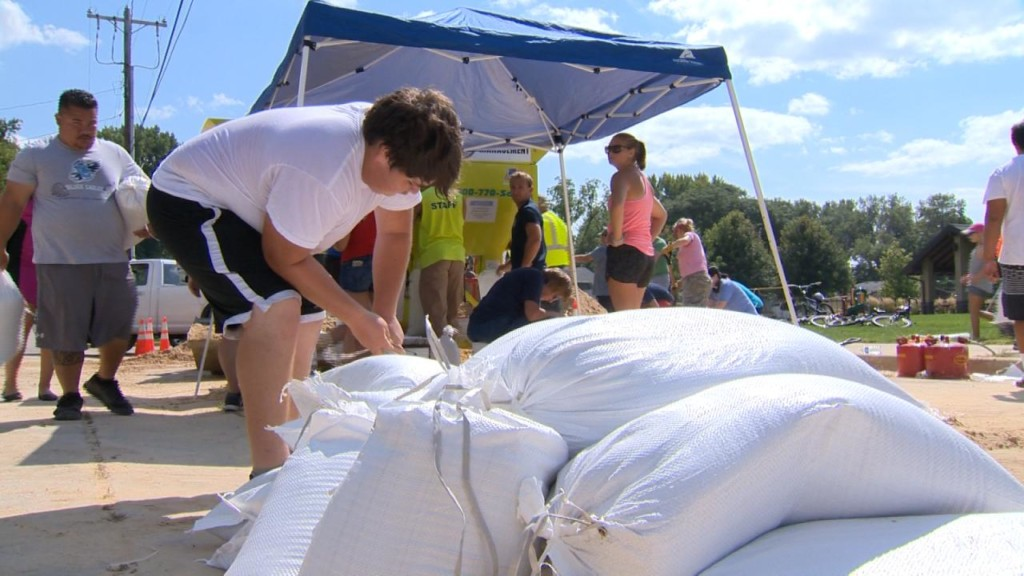 'A race against time:' As lake waters rise, Monona prepares for potential flooding