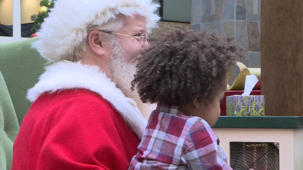Photos with Santa Claus create 'sensory-friendly' environment for kids with autism