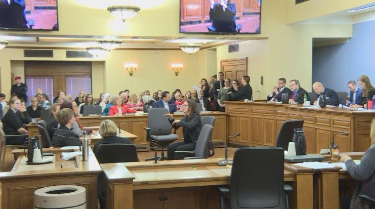 Lawmakers consider creating new licensing board for sign language interpreters