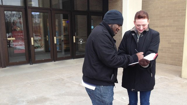 Worker petitions Thanksgiving hours at La Crosse mall