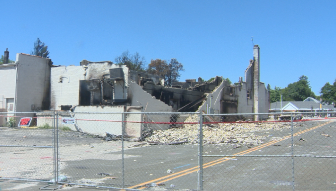 'Hard to watch you go': Construction crews take down what's left of Sun Prairie's Glass Nickel Pizza