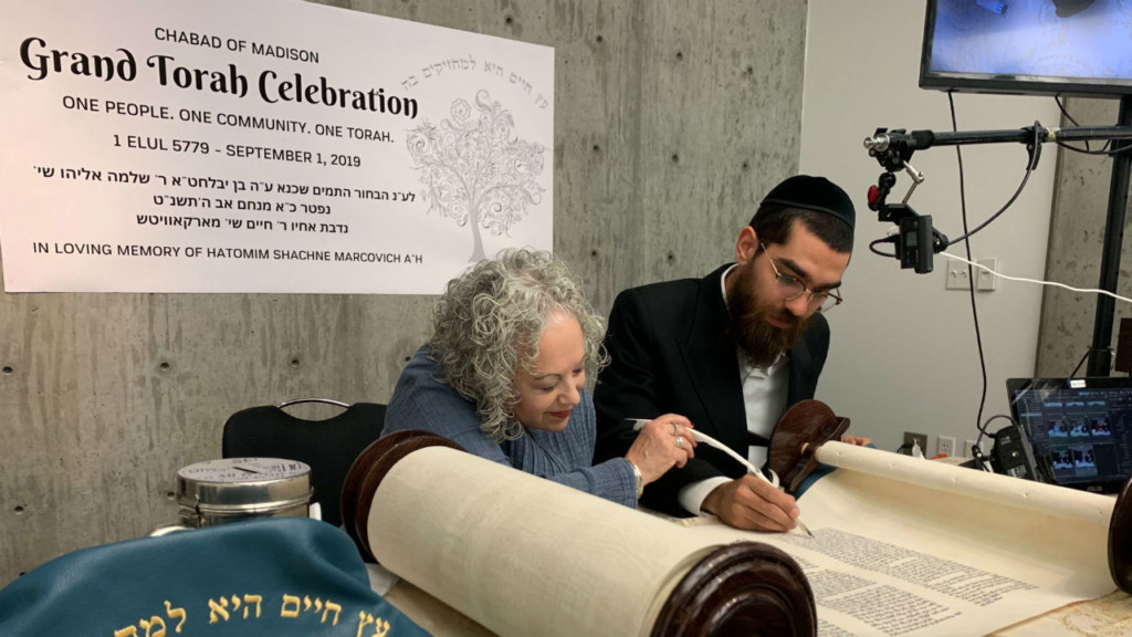 Chabad of Madison welcomes new Torah scroll