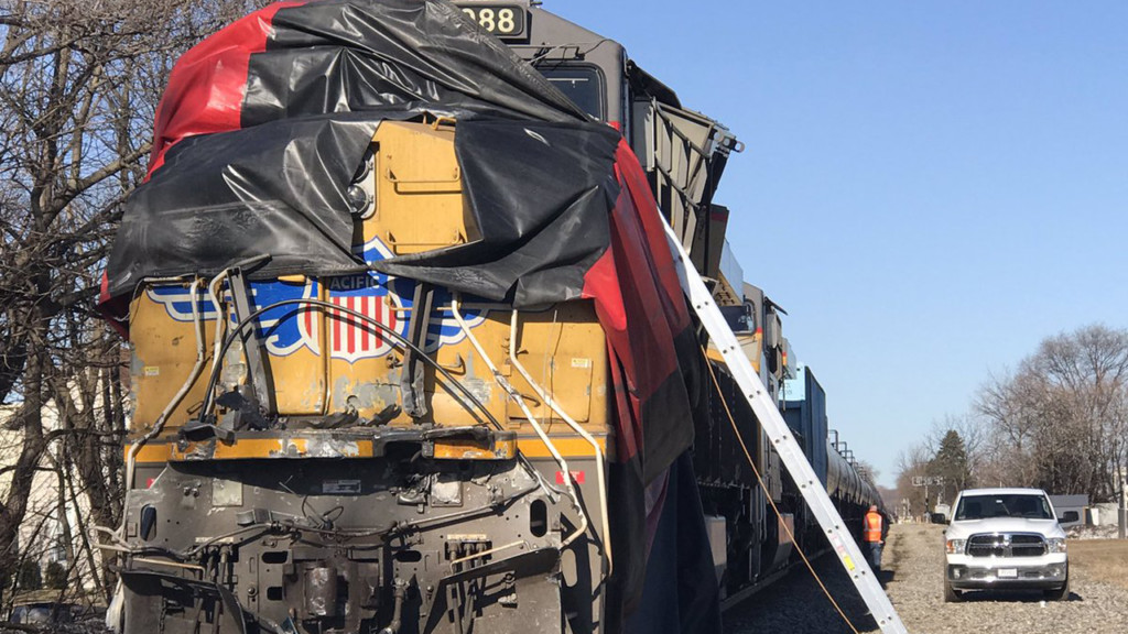 Minor injuries reported after train-semi crash in Oconomowoc