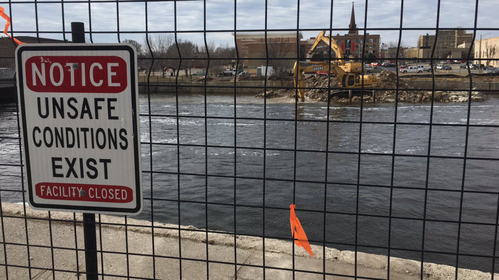 Parking plaza demolition opens Rock River to revitalize downtown Janesville