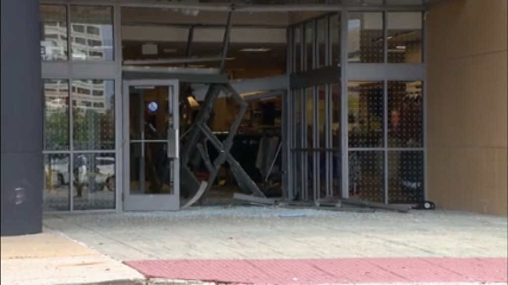 SUV drives through Chicago-area mall, crashes into store
