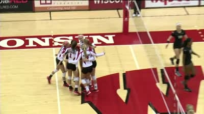 Wisconsin volleyball advances to Sweet 16