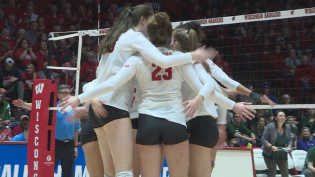 Badger volleyball team sweeps Texas A&M, advances to Elite 8