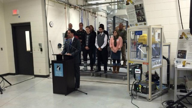 Governor talks tech school funding, 2016 prospects