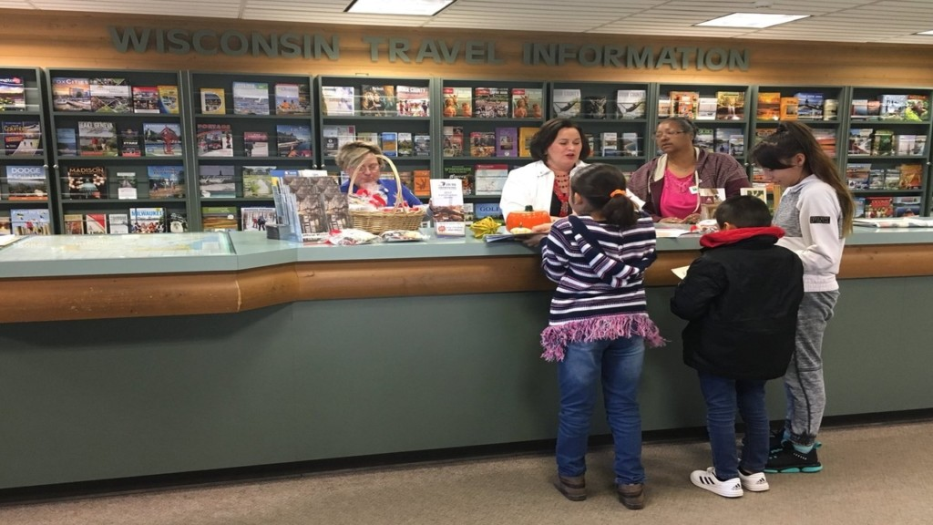 Travelers coming through Wisconsin receive tasty treat
