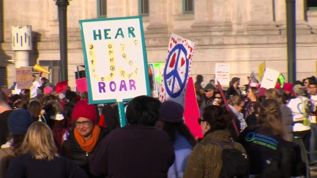 Hundreds turn out in Milwaukee for 2nd annual Women's March