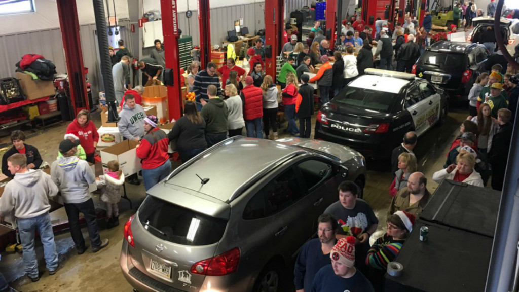 Dodge County community packs Christmas baskets for those in need