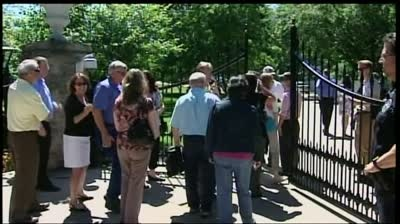 Walker takes to the grill at bipartisan picnic