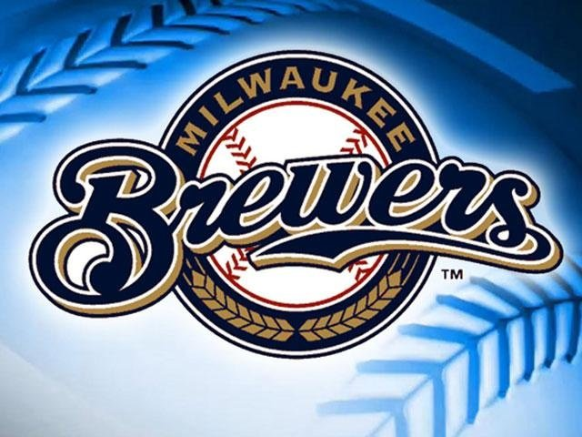 Brewers avoid the sweep, beat Reds 8-4