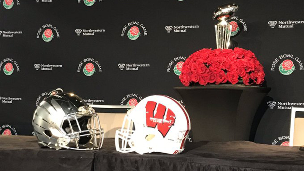 Badgers, Oregon Ducks helmets for Rose Bowl