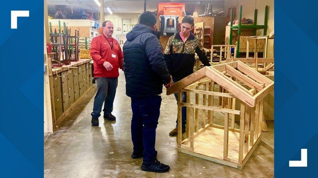 Students Build Pet Homes