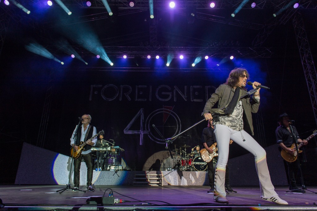 Foreigner On Stage