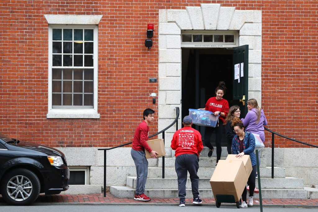 Harvard university students move out