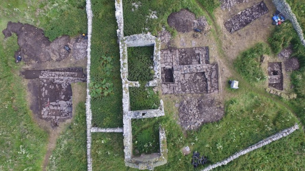 Archaeologists find Viking 'drinking hall' on island off Scotland
