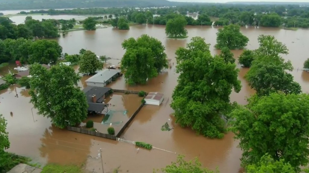 Arkansas fears historic flooding as slow-motion disaster unfolds