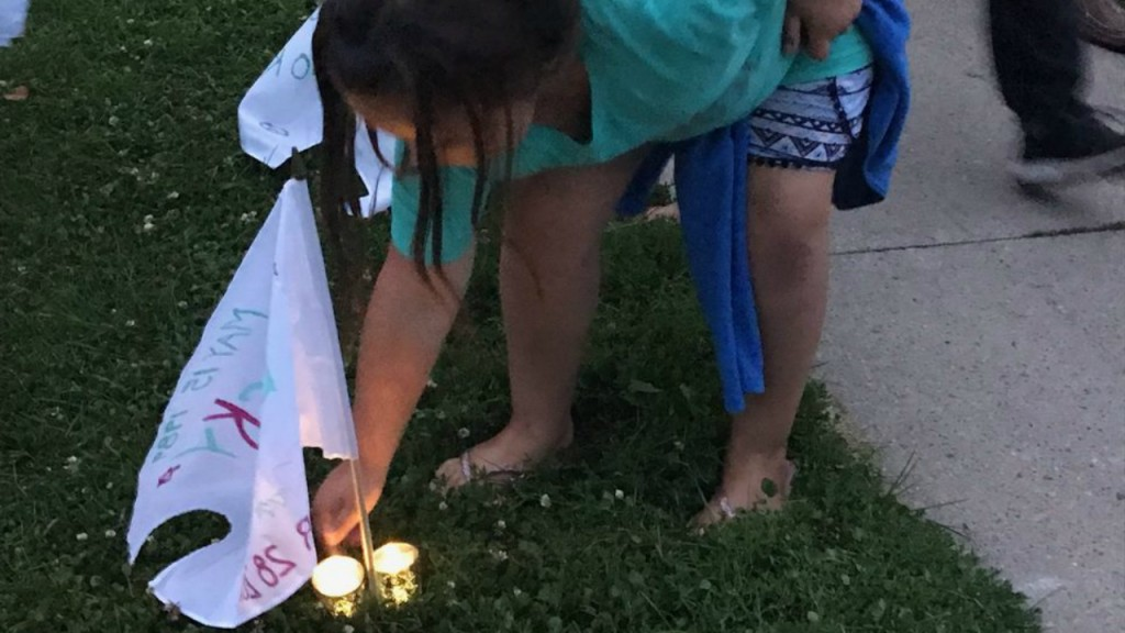 White flag overdose awareness ceremony brings hundreds to Olbrich Park to remember loved ones lost